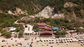 Flyg- video av den Pefkoulia stranden, Lefkada, Grekland lager videofilmer