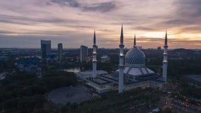 Flyg- video av den Sultan Salahuddin Abdul Aziz Shah moskén Arkivbilder