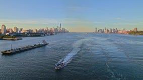 Flyg- video av fartyget i Hudson River, New York, USA lager videofilmer