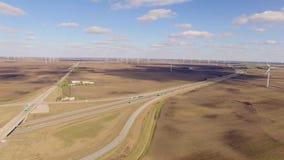 Flyg- video av lantgården för vindturbin i Indiana arkivfilmer