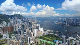 flyg- video 4k av Victoria Harbour i Hong Kong stock video