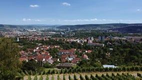 Flyg- vingårdar och cityscapen av Stuttgart stock video
