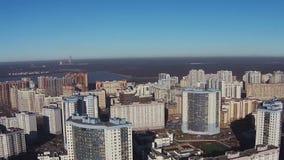 Flyga över av bostads- flervånings- fjärdedelar lager videofilmer