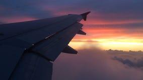 Flyga över brinnande himmel lager videofilmer