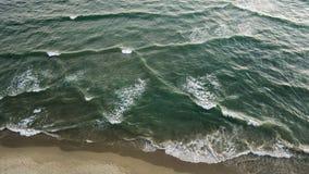 Flyga över havet Arkivbild