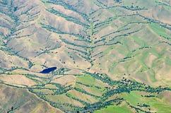 Flyga över Kalifornien kullar och dalar Arkivfoton