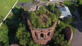 Flyga över kupolen av den förstörda templet stock video