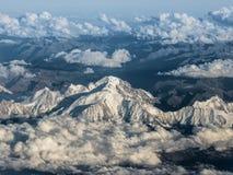 Flyga över Mont Blanc i fjällängarna Arkivfoton