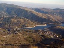 Flyga över sjön Fotografering för Bildbyråer