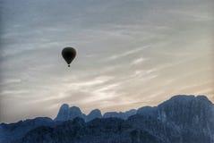 Flyga över Vangen Vieng Fotografering för Bildbyråer