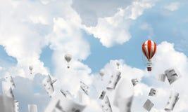 Flyga ballonger för varm luft i luften Arkivfoto