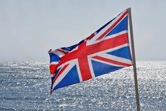 Flyga den brittiska flaggan Arkivbild