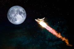 Flyga flyget i utrymmet med den dumma månen fotografering för bildbyråer