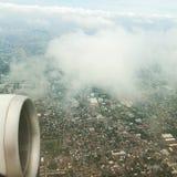 Flyga högt på överkanten av Bangkok arkivfoto