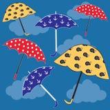 Flyga kulöra paraplyer Arkivfoto