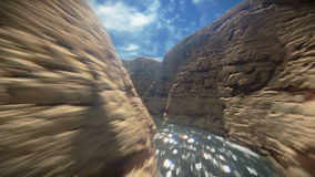 Flyga mellan berglängd i fot räknat stock video