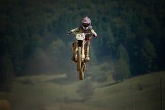 flyga motocrossen Royaltyfri Foto