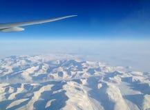 Flyga nord över isarken av Grönland arkivbilder