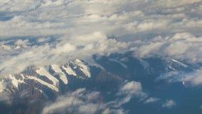 Flyga ovanför himalayasna stock video