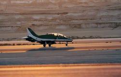 Flyga skärm och aerobatic show av saudierhökar visa laget i den Bahrain internationalen Airshow Royaltyfria Foton