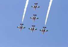 Flyga skärm och den aerobatic showen av Al Fursan UAE Fotografering för Bildbyråer