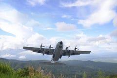Flyga transportmaskinen med C 130 Royaltyfri Bild