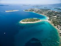 Flygbild av Adriatiska havet, Kroatien arkivfoton