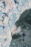 Flygbild av att kalva för Alaska glaciär Royaltyfri Foto