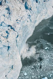 Flygbild av att kalva för Alaska Hubbard glaciär Arkivbild