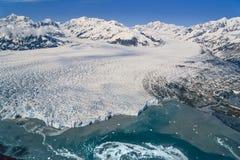Flygbild av den Alaska Hubbard glaciären Arkivfoton