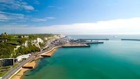 Flygbild av den Dover färjaterminalen, Kent, England royaltyfria bilder