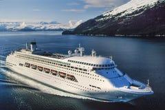 Flygbild av det Alaska kryssningskeppet arkivfoto