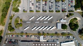 Flygbild av en bussstation i La Rochelle royaltyfria foton