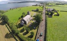 Flygbild av en kyrka vid havet Royaltyfri Foto