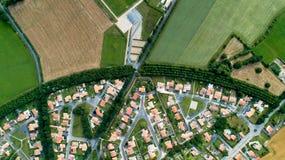 Flygbild av ett bostads- område royaltyfri foto