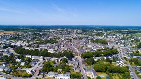 Flygbild av Guerande den medeltida staden i Loire Atlantique arkivfoto
