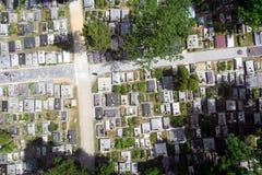 Flygbild av kyrkogården royaltyfri fotografi