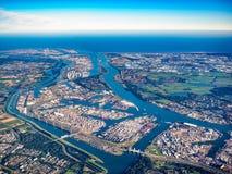 Flygbild av porten av Rotterdam, Nederländerna Arkivbild