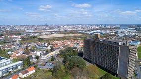 Flygbild av staden för La Maison Radieuse och Nantes arkivbilder