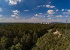 Flygbilden av skoglandskapet kallade Tennenloher Forst nära byn Tennenlohe royaltyfria foton