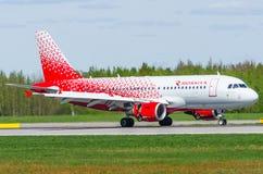 Flygbolag för flygbuss a319 Rossiya, flygplats Pulkovo, Ryssland St Petersburg Maj 2017 Royaltyfria Foton