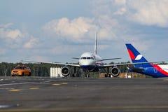 Flygbolag för flygbuss som A320 Lufthansa beskattar på flygplatsen Royaltyfri Bild