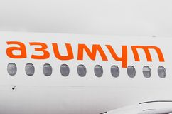 Flygbolag för Sukhoi superjet 100 ssj-100 Azimut, flygplats Pulkovo, Ryssland St Petersburg Oktober 10, 2017 Fotografering för Bildbyråer
