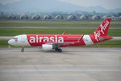 Flygbolag Thai AirAsia för flygbuss A320-216 (HS-BBH) i den internationella flygplatsen av Noi Bai hanoi vietnam Royaltyfri Foto