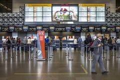 Flygbolagincheckningområde på passagerarterminalen från Governador Franco Montoro International Airport som är bekant som den Cum arkivfoton