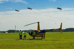Flygbolagpersonal på airshow Fotografering för Bildbyråer
