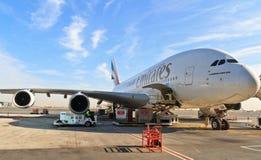 Flygbuss a380 i den Dubai flygplatsen Arkivbilder