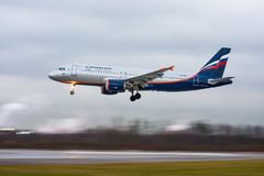 Flygbuss a320 Aeroflot, flygplats Pulkovo, Ryssland St Petersburg 22 November, 2017 Arkivbilder