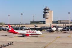 Flygbuss A320-214 av Air Berlin som åker taxi på den Zurich flygplatsen Royaltyfria Bilder