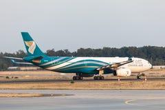 Flygbuss A330-300 av Oman Air Royaltyfria Foton